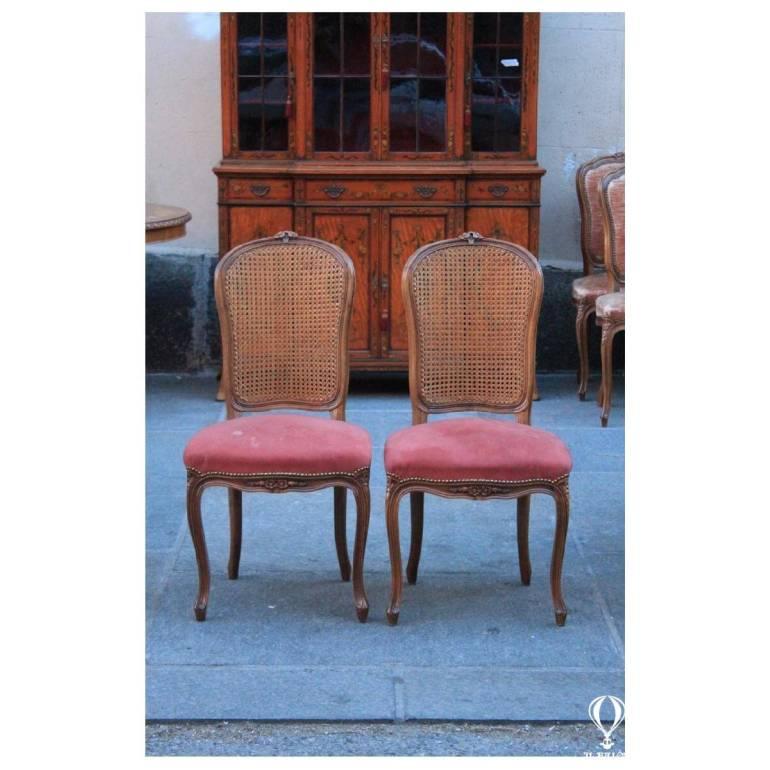 Coppia di sedie in legno di noce, prima meta' del '900 | il
