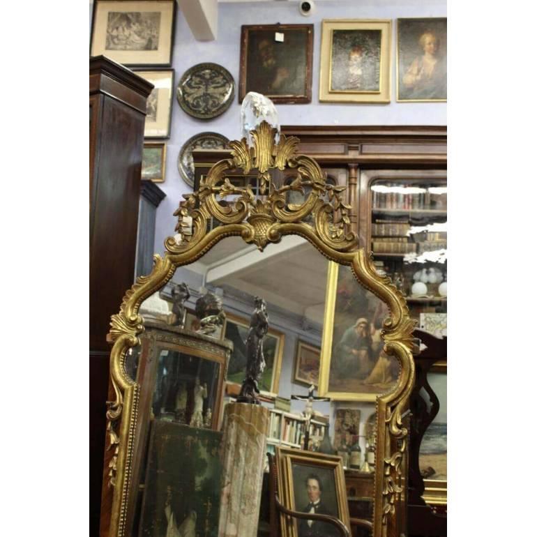 Antica specchiera in legno riccamente intagliato e dorato ...